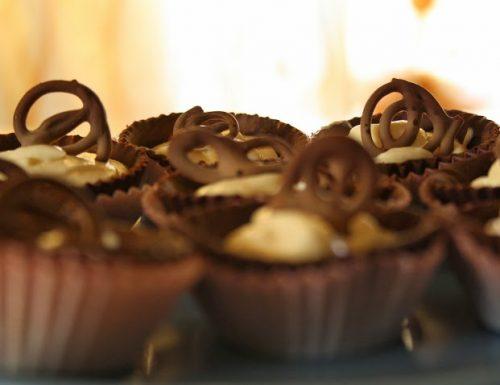 Cestini di cioccolato fondente con crema chantilly