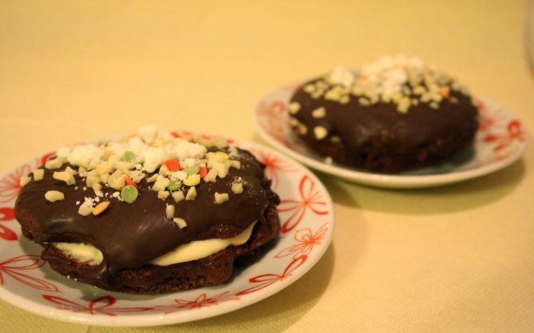 Dischi volanti al cioccolato con crema chantilly