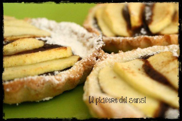 Tartellette alle mele con crema pasticcera al cacao, peperoncino e cannella