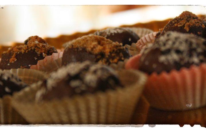 Tartufini con biscotti Ringo al cioccolato