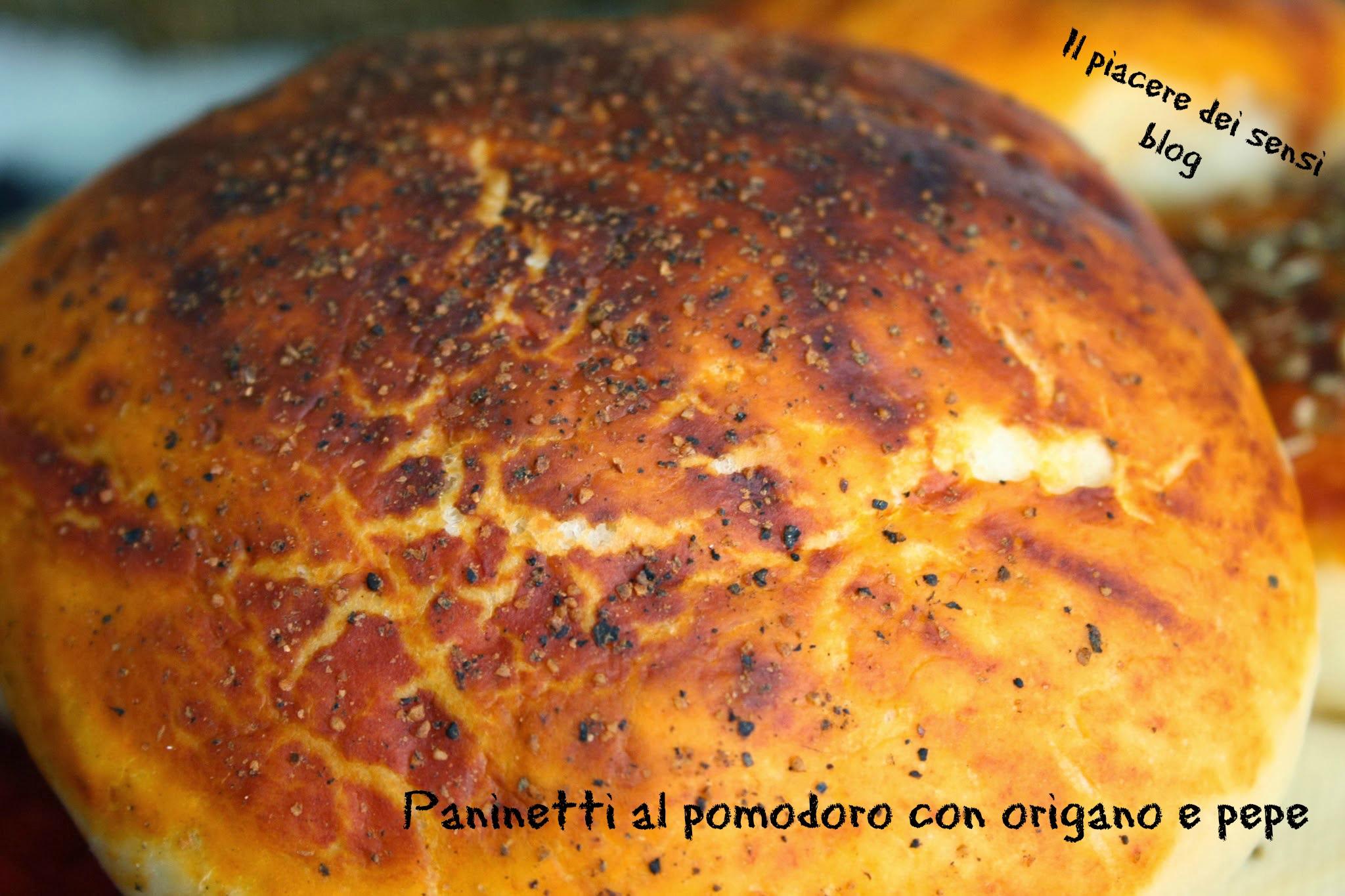 Morbidissimi paninetti al pomodoro con origano e pepe