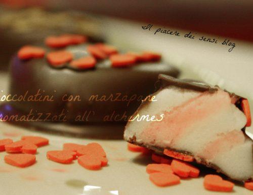 Cioccolatini con marzapane aromatizzati all'alchermes