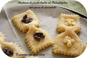 Nastrine di pasta frolla al Philadelphia con gocce di cioccolato