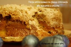 Torta sofficissima con glassa croccante alle mandorle e nocciole