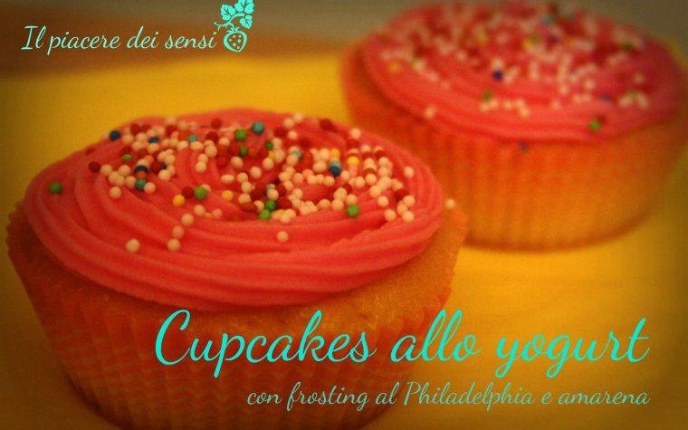 Cupcakes allo yogurt con frosting al Philadelphia e amarena