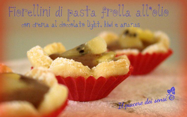 Fiorellini di pasta frolla all'olio con crema al cioccolato light, kiwi e ananas