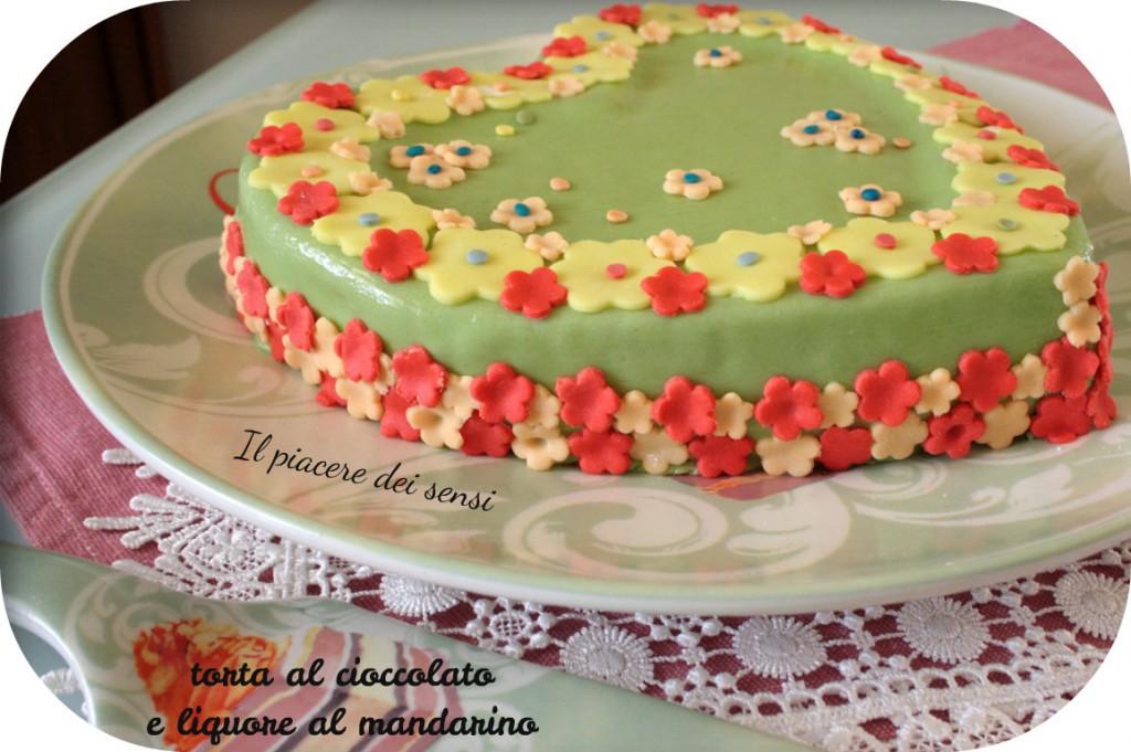 Prato fiorito - torta al cioccolato e liquore al mandarino