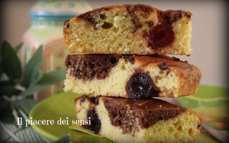 Torta bicolore senza burro con ciliegie e amarene