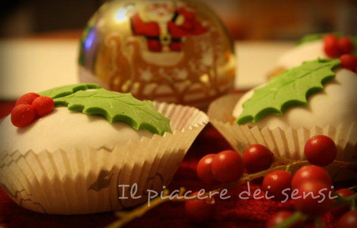 Muffins all'arancia ricoperti di pasta di zucchero (agrifoglio)
