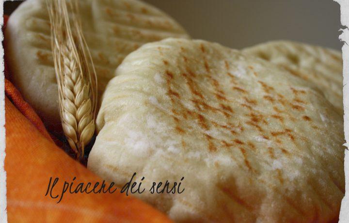 Pane arabo cotto alla piastra