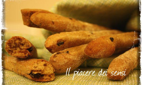 Grissini con farina di farro e olive nere tostate