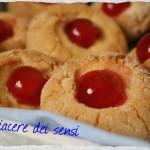 Dolcetti al marzapane con ciliegie candite