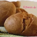 Pane di segale con olio alle erbe mediterranee
