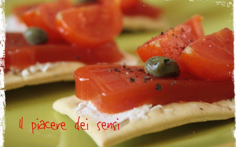 Crackers speziati con robiola e gelatina di pomodoro