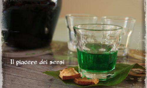 Liquore alla menta e limone (con mela disidratata e chiodi di garofano)