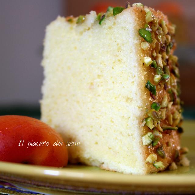 Chiffon cake con albicocche e pistacchi