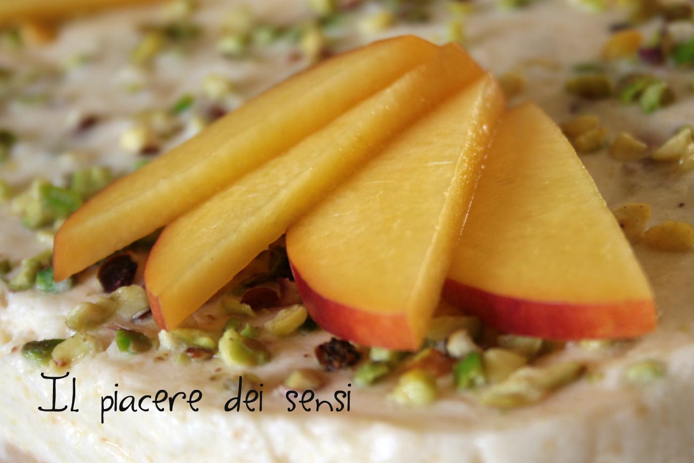Semifreddo alle pesche e pistacchi