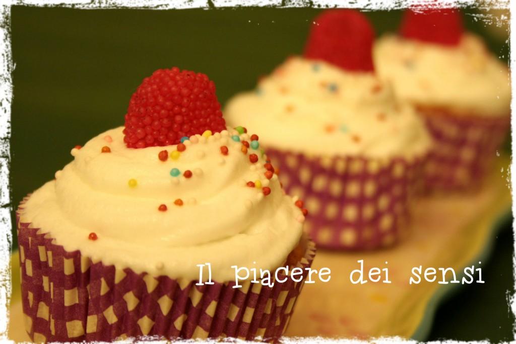 Cupcakes con crema al burro alla meringa svizzera