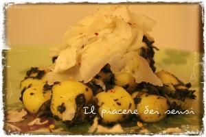 Gnocchi piccanti con spinaci, raspadura Bella Lodi