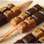 Finto stecco gelato con pistacchi e cioccolato fondente