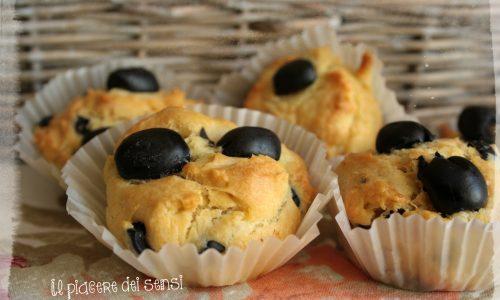 Muffins con olive nere e gruviera