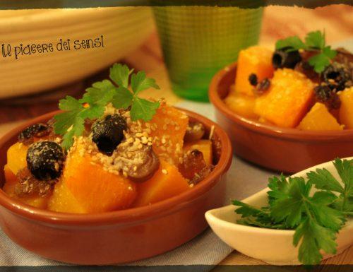 Zucca con cipolle borettane, uvetta, olive nere e semi di sesamo