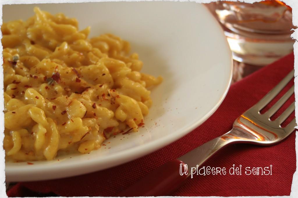 Spätzle alla zucca con gorgonzola e peperoncino