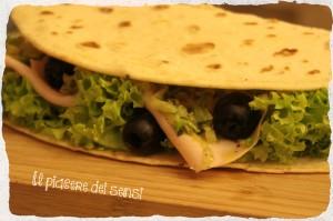 Piadina con tacchino, zucchine e olive nere