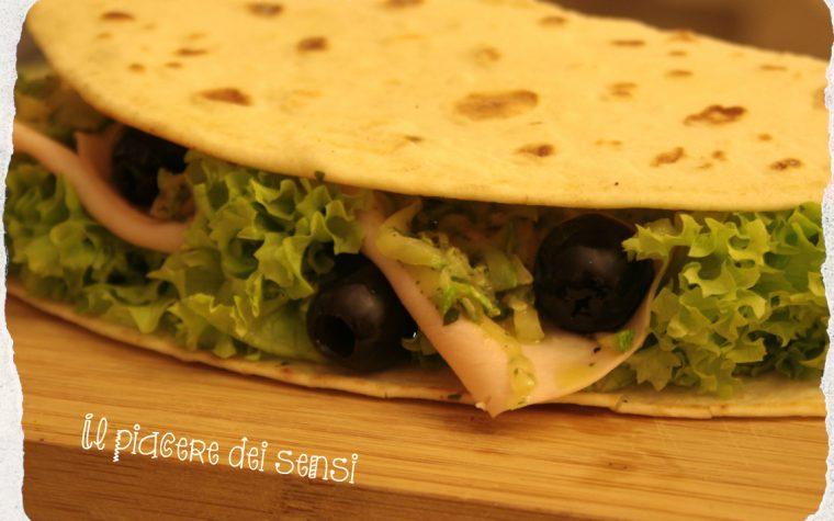 Piadina delicata con tacchino, zucchine e olive nere