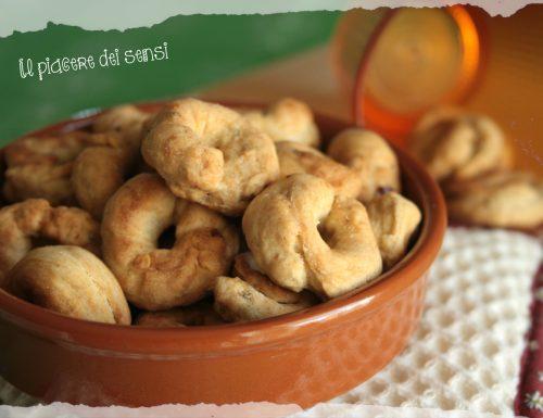 Taralli con semi di anice e peperoncino