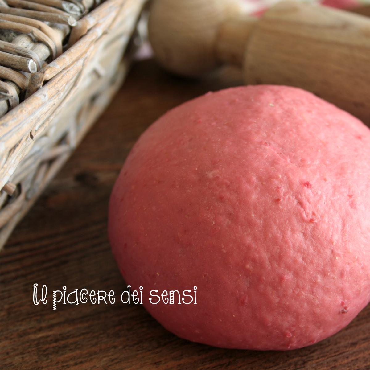 Pasta fresca rossa all'uovo (con barbabietola rossa)