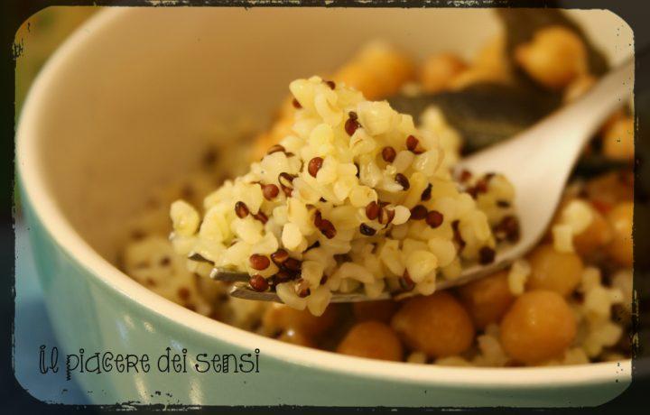 Bulgur e quinoa con ceci ai quattro pepi