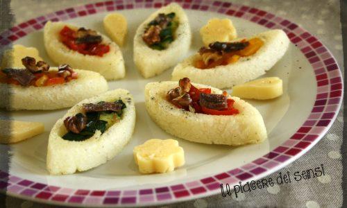 Barchette di polenta con verdure grigliate, noci e acciughe