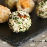 Polpettine di riso con noci ed erbe aromatiche