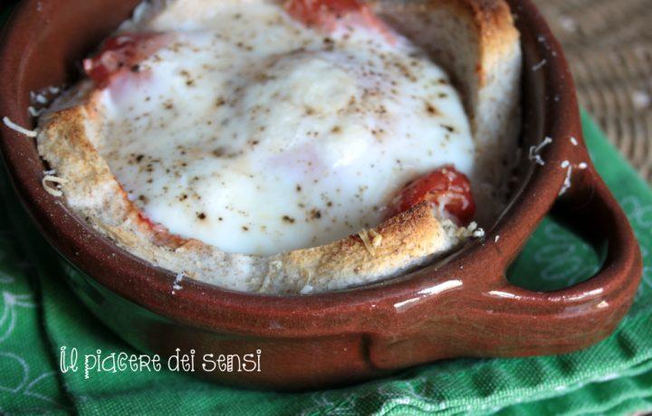 Uova al pomodoro in cocotte