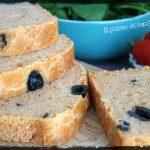 Pan bauletto al pomodoro con olive nere (con pasta madre)