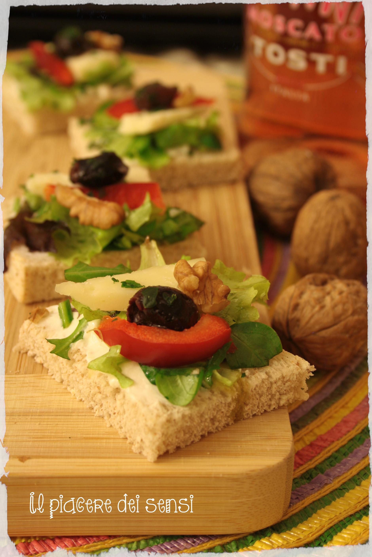 canapè con olive