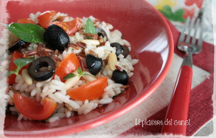 Insalata di riso colorata con condimento al lime