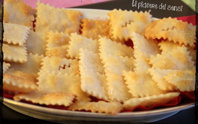 Crackers con esubero di pasta madre agli agrumi