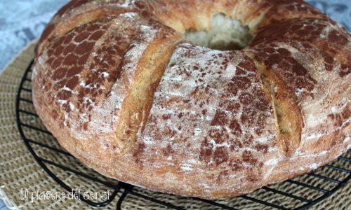 Ciambella di pane con lievito madre secco