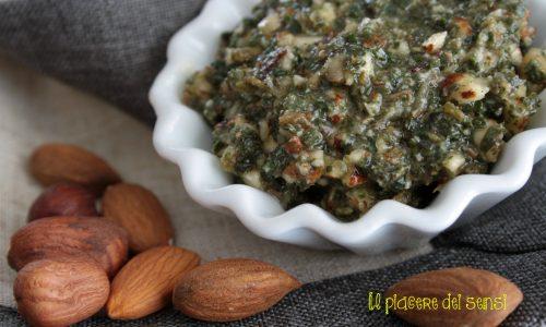 Pesto di mandorle ed erbe aromatiche