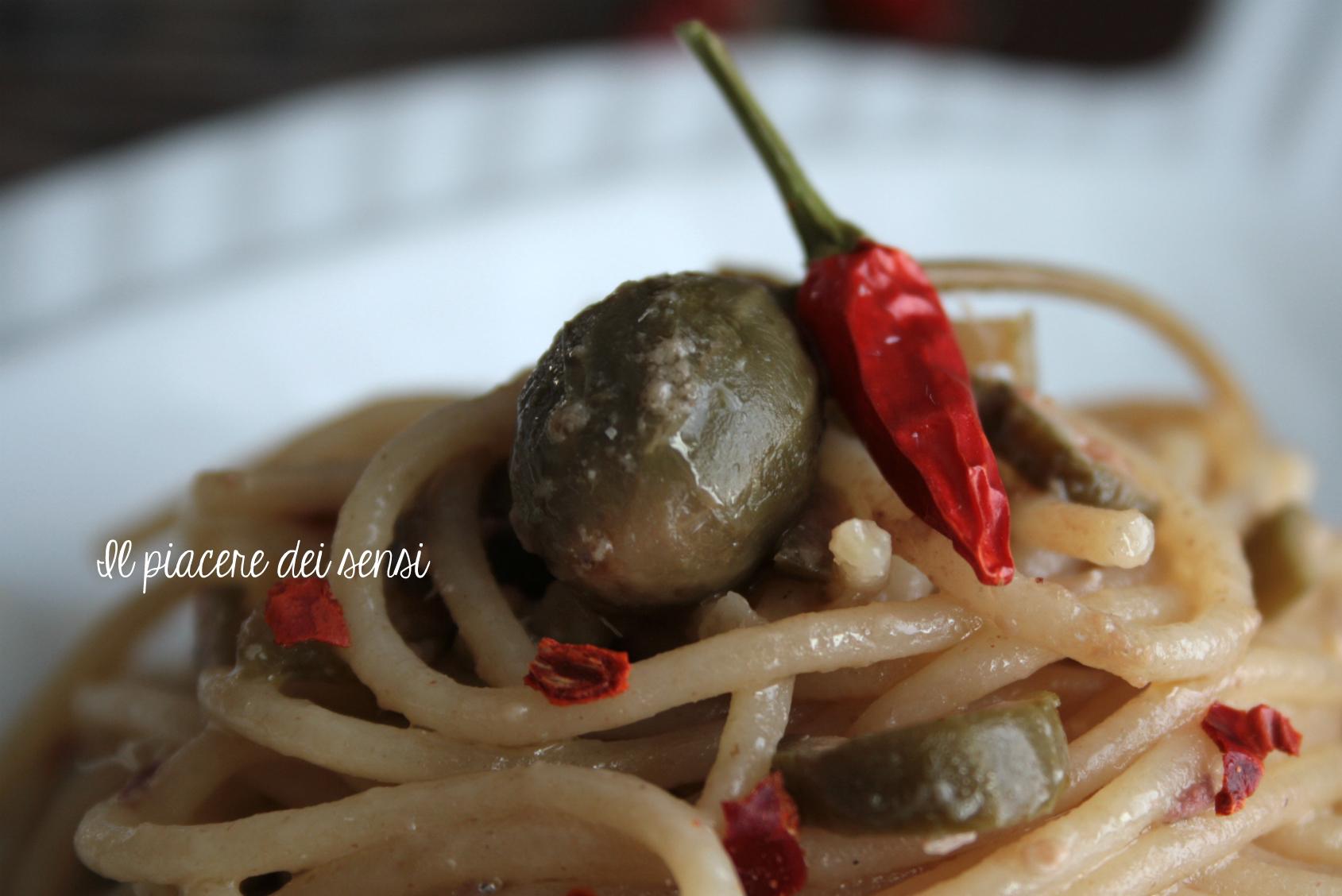 spaghetti con burro di acciughe