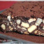 Mattonella di cioccolato con nocciole (senza uova, senza cottura)