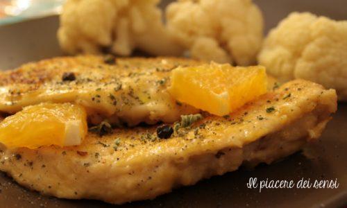 Petto di pollo agli agrumi con bacche di ginepro e timo