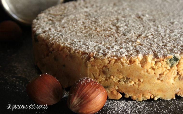 Torta senza cottura al cioccolato bianco con noci e nocciole
