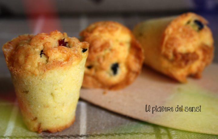 Muffins con ricotta salata e olive nere
