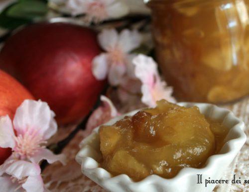 Confettura di mele con zenzero ed uvetta