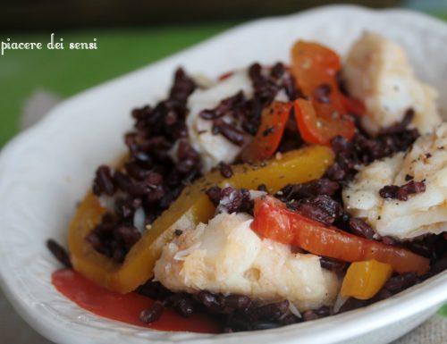 Baccalà con riso venere e peperoni in agrodolce