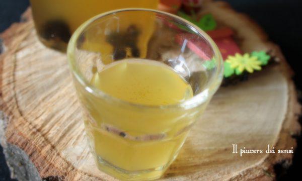Elisir alle prugne aromatizzato al limone e uvetta