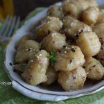 Gnocchi al pesto di pistacchi con semi di sesamo